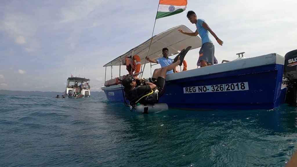 Seated Backward roll entry Boat Scuba dive
